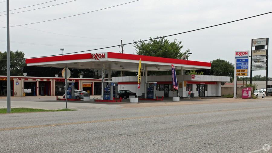 exxon vacant w mechanic shop